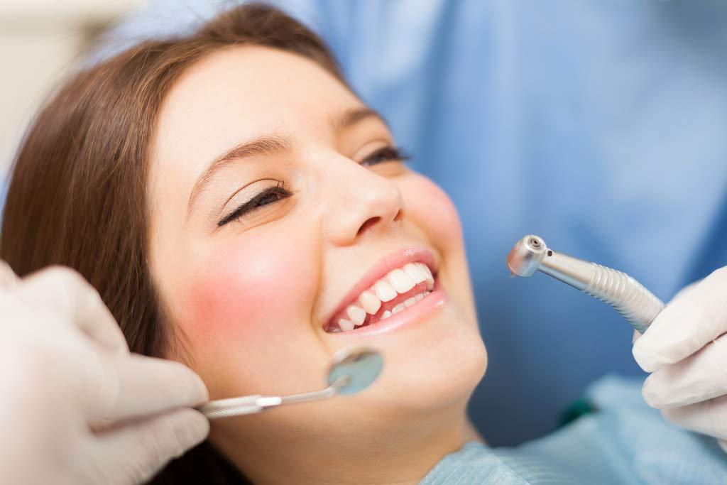 plast och keramik i tandvård